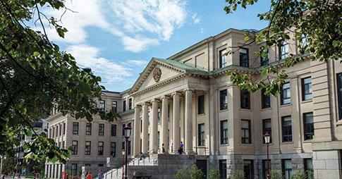 Le pavillon Tabaret à l'Université d'Ottawa