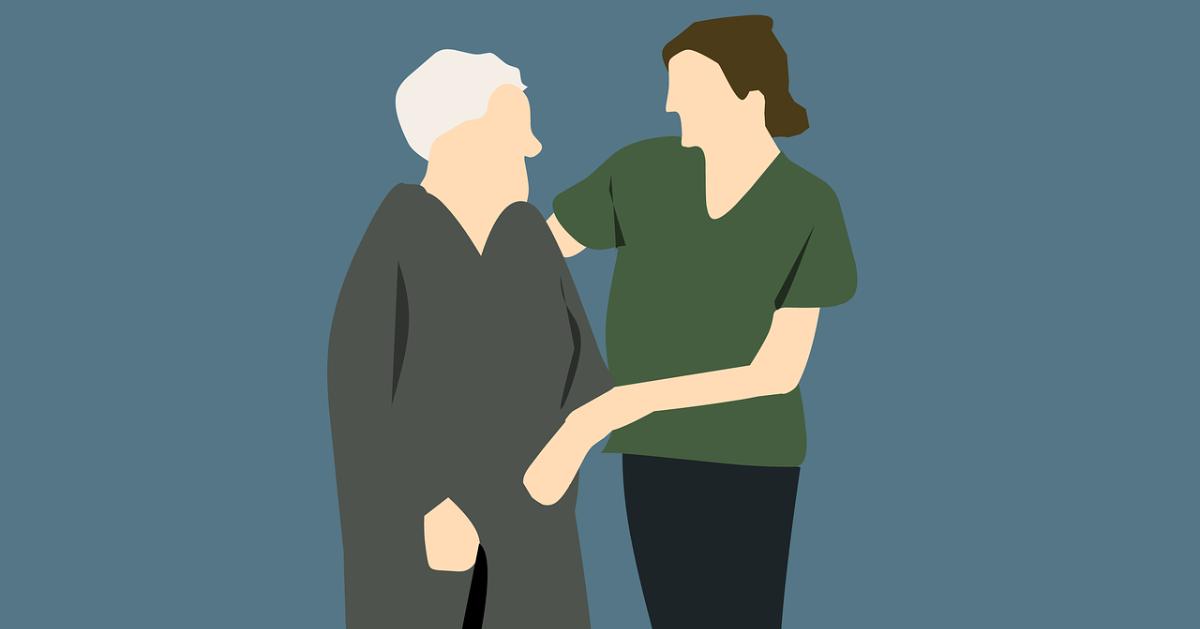 Une infirmière qui aide une personne âgée