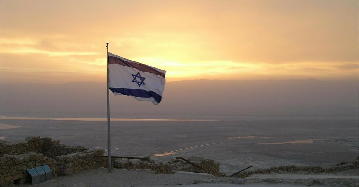 Drapeau israélien qui flotte