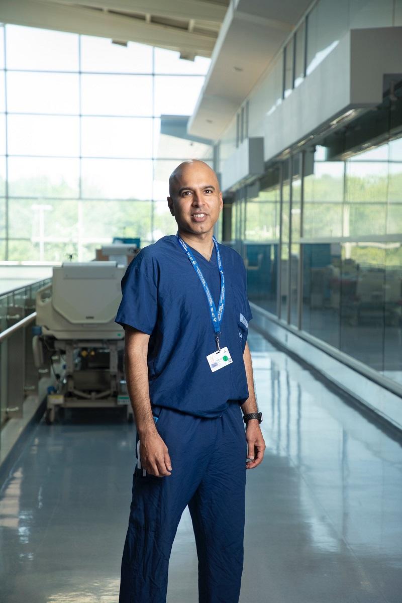 Le Dr Husein Moloo, le premier directeur de la santé planétaire à l'Université d'Ottawa