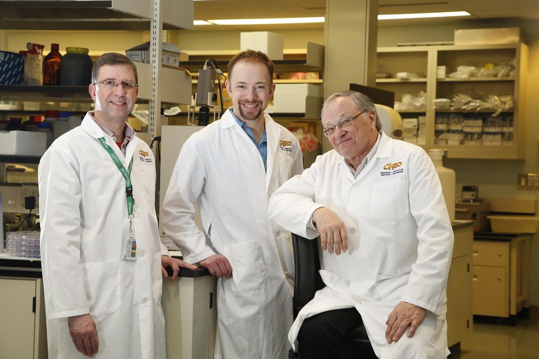 Drs. Eric Lacasse, Shawn Beug, Robert Korneluk / Les Drs Eric Lacasse, Shawn Beug, Robert Korneluk