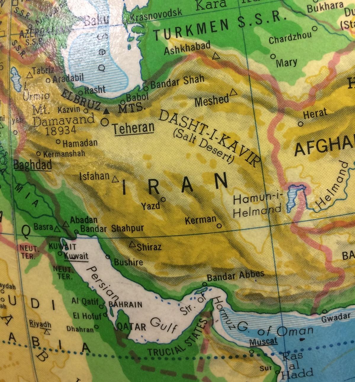Le pays de l'Iran sur un globe du monde