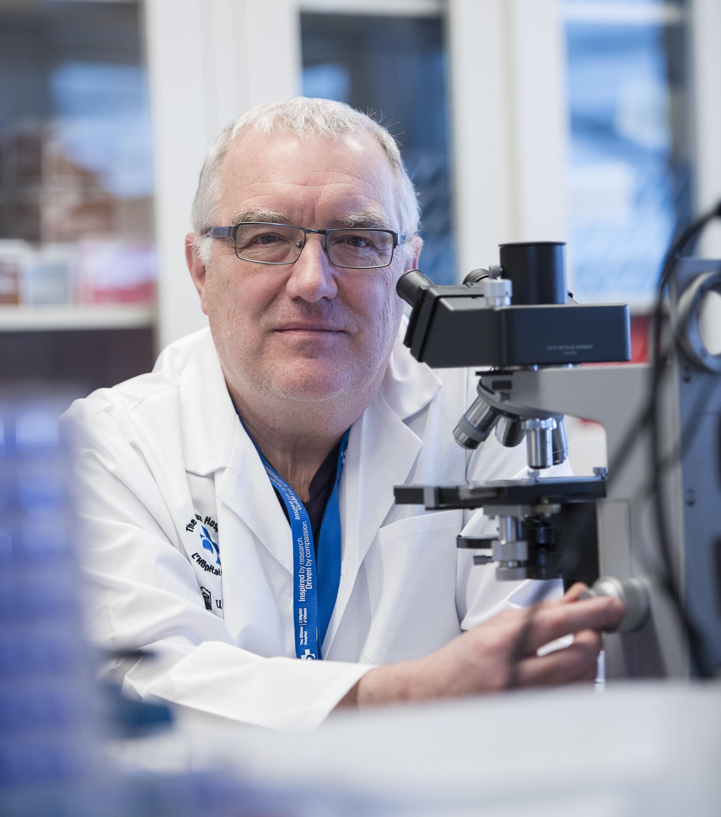 Photographie format portrait de Dr. John Bell