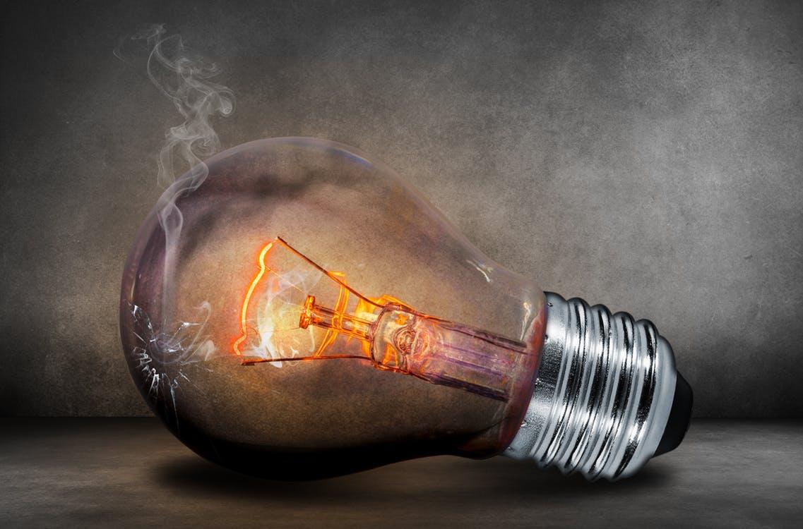 Ampoule et fumée