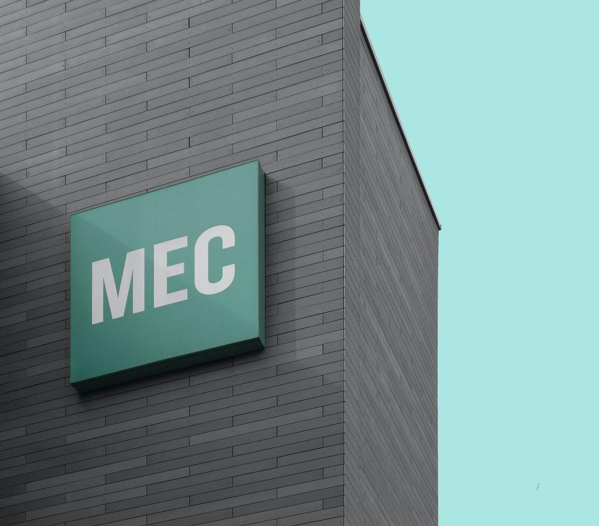 Logo MEC sur edifice
