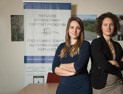 Emily Bates et Katie Black sont parmi les nombreux diplômés cherchant à apporter plus de réfugiés au Canada. | Emily Bates and Katie Black are among the many alumnae striving to bring more refugees to Canada.